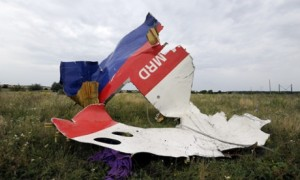 Another Journalist Exposes MH17 False Flag
